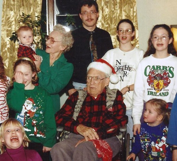 the 25 funniest family christmas portraits of all time pleated jeans