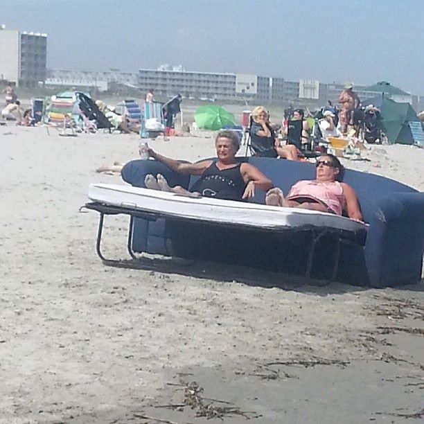 20 Funny Beach Pics That Will Make You Wish Summer Could Last Forever